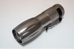 Карманный фонарик в чехле с компасом