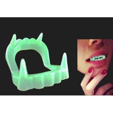 Зубы вампира светонакопительные